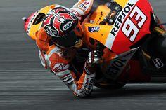 """Le incredibili """"pieghe"""" di Marc Marquez, pilota del team Honda"""