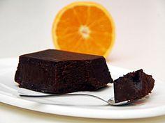 fondente al cioccolato con salsa d'arancia,