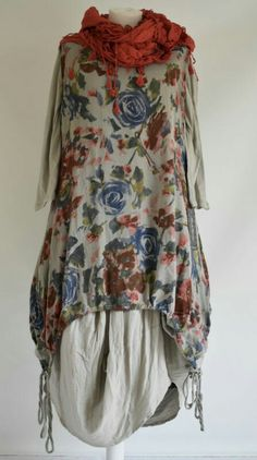 Asymmetric styling at its best ,fab for the coming seasons, sale includes plain cotton parachute dress with floral printed. Sewing Clothes, Diy Clothes, Parachute Dress, Mode Cool, Robes Vintage, Moda Boho, Advanced Style, Boho Fashion, Womens Fashion