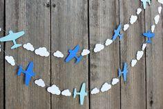 Flugzeug-Party zum Kindergeburtstag Danke für diese schöne Idee für den nächsten Flugzeug-Kindergeburtstag! Dein blog.balloonas.com #kindergeburtstag #motto #mottoparty #kinder #geburtstag #flugzeug #plane #pilot #airport #flughafen #idee #party