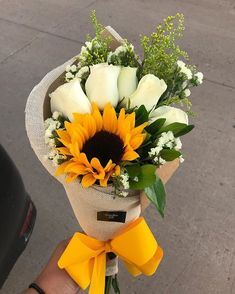 Sunflower bouquet and white roses 💛- Sunflower bouquet and white roses 💛 . Sunflower bouquet and white roses 💛- Sunflower bouquet and white roses 💛 - Boquette Flowers, Sunflowers And Roses, Fresh Flowers, Beautiful Flowers, Flower Bouquet Diy, Sunflower Bouquets, Rose Bouquet, Flower Box Gift, Flower Boxes