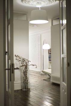 Lámpara sobre moldura #decor  #molduras   #mouldings #wall #ceiling #trims