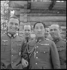 Military attachés from Germany, Italy, Japan, Hungary and Romania came to Finland Uhtua. German, Japanese and Finnish officers are posing for the photo. German Soldiers Ww2, German Army, Luftwaffe, Germany Ww2, Imperial Army, Interesting History, Second World, Military History, Ww2 History