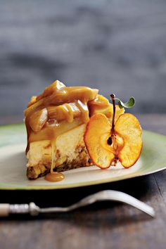 Caramel Apple-Brownie Cheesecake - Our Favorite Fall Desserts - Southernliving. Recipe: Caramel Apple-Brownie Cheesecake This delicious recipe combines our favorite fall flavors into one chocolaty, velvety dessert. Apple Dessert Recipes, Fall Desserts, Apple Recipes, Just Desserts, Sweet Recipes, Desserts Caramel, Unique Desserts, Christmas Desserts, Creative Desserts