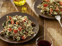 Italiaanse gehakschotel met spinazie en witte rijst Pasta Salad, Cobb Salad, Pesto, Paella, Delish, Grains, Rice, Favorite Recipes, Dishes