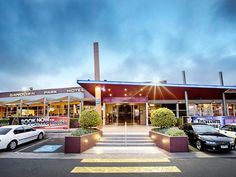 Melbourne Sandown Park Hotel Australia, Pacific Ocean and Australia Stop at Sandown Park Hotel to discover the wonders of Melbourne. Both business travelers and tourists can enjoy the hotel's facilities and services. To be found at the hotel are free Wi-Fi in all rooms, Wi-Fi in public areas, car park, room service, meeting facilities. Guestrooms are fitted with all the amenities you need for a good night's sleep. In some of the rooms, guests can find non smoking rooms, air co...