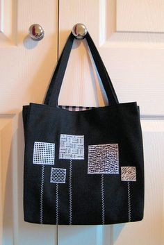 Made to coordinate with the first bag – they& gifts for twin aunties. Patchwork Bags, Quilted Bag, Denim Patchwork, Tote Bags Handmade, Diy Bags, Handmade Gifts, Diy Bag Designs, Denim Tote Bags, White Tote Bag