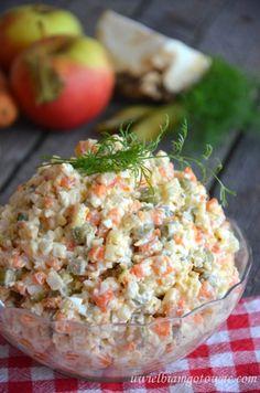 Tradycyjna sałatka jarzynowa (sałatka warzywna)                                                                                                                                                                                 More I Want Food, European Cuisine, Appetizer Salads, Appetizers, Polish Recipes, Polish Food, Veggie Tray, Cooking Recipes, Healthy Recipes