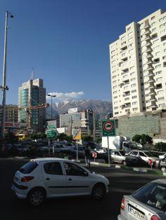 Buchmesse Teheran 2014: Allgegenwärtig - das Elburs-Gebirge. Man ist im Hochland