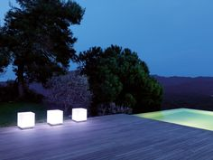 No matter if you need stylish lights, a shower, planters, or cushions, we can not only offer beautiful but also functional objects that are all suitable for outdoor use. www.viteo.com