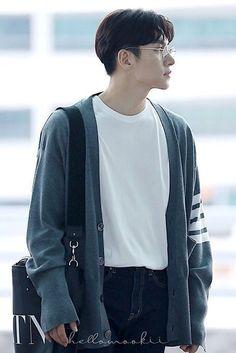Ji Chang Wook >' '< flies to Vietnam Korean Male Actors, Handsome Korean Actors, Korean Actresses, Asian Actors, Actors & Actresses, Lee Jung Suk, Lee Sung Kyung, Ji Sung, Ji Chang Wook Photoshoot