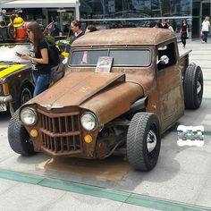 """""""Bu gece de kapanışı Mad Max film setinden Ankara yollarına teşrif buyuran @alperenylcn06 kardeşimin Willys Jeep Ratrod'uyla yapıyoruz...Tüm gurme…"""""""