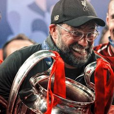 FC have offered Jurgen Klopp a new long-term contract after he took the club back to the pinnacle of European football 😭? Liverpool Memes, Liverpool Football Club, Liverpool Fc, Juergen Klopp, Liverpool Wallpapers, We Are The Champions, European Football, Champions League, Skull Tattoos