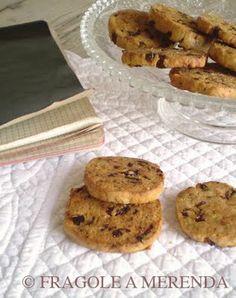 Fragole a merenda: Biscotti ai pomodori secchi, pistacchi e pecorino