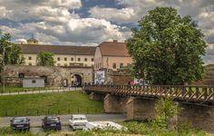 Turul virtual al Cetății din Oradea - Ghid Local Oradea Romania, Geography, Mansions, House Styles, Home Decor, Mansion Houses, Homemade Home Decor, Manor Houses, Fancy Houses