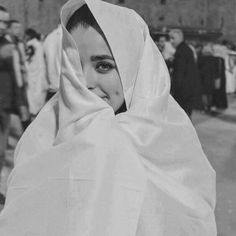Find images and videos about hijab, Algeria and رمزيات بنات on We Heart It - the app to get lost in what you love. Cute Girl Photo, Girl Photo Poses, Girl Photography Poses, Girl Photos, Iranian Beauty, Muslim Beauty, Girly Images, Girly Pictures, Girly Pics