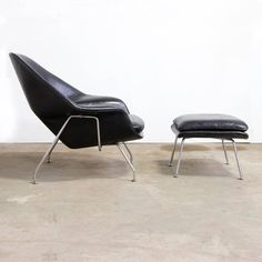 Eero Saarinen, Unique Black Womb Chair and Ottoman in One Piece Leather 2