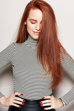 Find images and videos about riverdale, madelaine petsch and cheryl blossom on We Heart It - the app to get lost in what you love. Cheryl Blossom Riverdale, Riverdale Cheryl, Riverdale Cast, Madelaine Petsch, Camila Mendes Riverdale, Ginger Hair, Beautiful Celebrities, Bun Hairstyles, Short Hairstyle