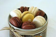 La ganache au chocolat Ivoire classique 100g de fèves Ivoire ou d'un chocolat blanc à 35%, 50g de crème fleurette entière et 6g de miel, 40gr de pulpe de fruit ou de pâte de pistache ou 1cs de café...