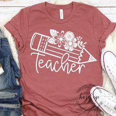 Teaching Shirts, Teaching Outfits, Kindergarten Teacher Shirts, T Shirts For Teachers, Teacher T Shirts, Teacher Clothes, Moda Professor, Cute Shirt Designs, School Tshirt Designs