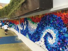 Bottle top mural for primary school playground wall. Bottle top mural for primary school playground wall. Bottle Top Art, Bottle Top Crafts, Plastic Bottle Caps, Plastic Art, Collaborative Art Projects, School Art Projects, Recycling Projects For School, Primary School Art, Recycled Art Projects