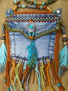 ffe75bf21bc1 Great Ideas for Upcycling Those Old Jeans- tasje van spijkerbroek zak Ibiza  style