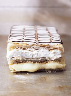 Mille-Feuille Recipes - hmmm, a typical French dessert, soooo yummy! French Desserts, Just Desserts, Delicious Desserts, Dessert Recipes, Yummy Food, Gourmet Desserts, French Food, Plated Desserts, Ricardo Recipe