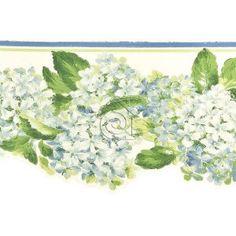Cenefa de hortensias en tonos azules pastel hojas verdes y fondo blanco roto.   La cenefa tiene el borde inferior troquelado siguiendo el contorno del motivo floral lo que acentúa su estilo romántico – clásico.