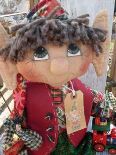 Primitive Sheldon the Raggedy Elf doll PAPER por Crazyforelves Christmas Elf Doll, Xmas Elf, Christmas Sewing, Christmas Holidays, Christmas Crafts, Christmas Moose, Christmas Stuff, Handmade Christmas, Christmas Ideas