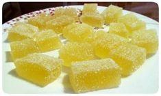 Ингредиенты: • Апельсиновый сок - 100 мл.; • вода - 100 мл.; • лимонный сок - 5-6 ст. ложек; • сахар - 1 стакан (кол-во примерное, добавляйте во вкусу); • тертая цедра апельсина - 1 ст. ложка; • тертая цедра лимона - 1 ст. ложка; • желатин - 20 г. Приготовление: Желатин залить а