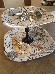 Don't really like these plates but great idea! Plates, candle holder