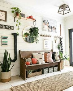 Home Decoration Ideas Ikea 28 Cozy And Inviting Farmhouse Entryway Decorating Ideas.Home Decoration Ideas Ikea 28 Cozy And Inviting Farmhouse Entryway Decorating Ideas Halls Pequenos, Rustic Farmhouse Entryway, Farmhouse Small, Farmhouse Ideas, Farmhouse Interior, Cottage Entryway, Small Entryways, Foyer Decorating, Decorating Ideas