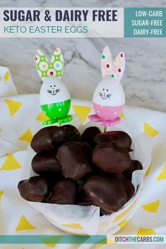 YES!!! Sugar and dairy free keto Easter eggs ... even if you're an absolute beginner! #ditchthecarbs #ketoeastereggs #ketochocolate #sugarfreeeastereggs #sugarfreechocolate #dairyfreeeastereggs #dairyfreechocolate