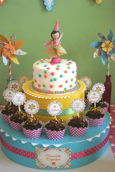 First Birthday Cake girl-s-first-birthday-party. I could put lias little cake on something like this with cupcakes around bottom First Birthday Cakes, Birthday Cake Girls, Birthday Fun, First Birthday Parties, First Birthdays, Birthday Ideas, Birthday Display, Carnival Birthday, Fondant