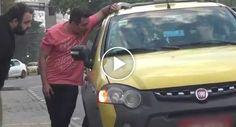 Veja Como Reagiram Os Taxistas Quando Dois Homens Perguntaram Onde Podiam Apanhar Um Uber http://www.funco.biz/reagiram-taxistas-dois-homens-lhes-perguntaram-apanhar-uber/