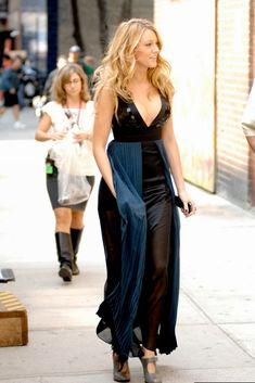 Blake Lively wearing Just Cavalli dress. Blake Lively Gossip Girl There Might Be Blood. Gossip Girls, Mode Gossip Girl, Estilo Gossip Girl, Gossip Girl Outfits, Gossip Girl Fashion, Mode Blake Lively, Blake Lively Gossip Girl, Blake Lively Family, Blake Lively Style