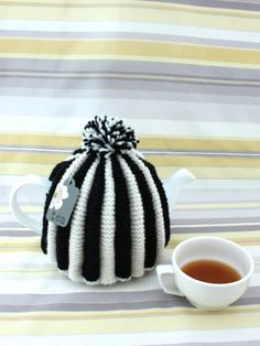 Classic Pleated Tea Cozy | Yarn | Free Knitting Patterns | Crochet Patterns…