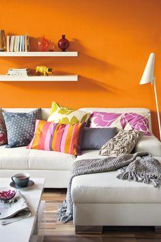 Mango, SCHÖNER WOHNEN Trendfarbe #wandfarbe #regal #wohnzimmer # Wandgestaltung #stehlampe