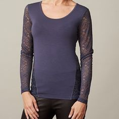 ANASTASIA T-shirt with lace on back and sleeves, dark blue. T-shirt with long sleeves, made from modal.