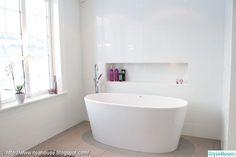 Free standing bath tub nook Most Popular ideas Bathroom Toilets, Laundry In Bathroom, Small Bathroom, Marble Bathroom Floor, Bathroom Flooring, Relaxing Bathroom, Standing Bath, Scandinavian Bathroom, Beautiful Bathrooms