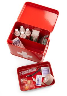 Head Over Healing First Aid Box | Mod Retro Vintage Bath | ModCloth.com >> Kind of love this!