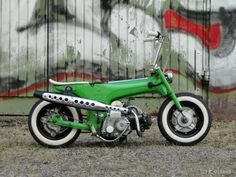 This amazing green Dax was the latest post on Chalopy , and I shamelessly stole it. I couldn't resist. Sorry guys over there. I didn't steal. Japanese Motorcycle, Motorcycle Bike, Racing Motorcycles, Vintage Motorcycles, Honda 90, Mini Bici, Image Moto, Vintage Moped, Motos Honda