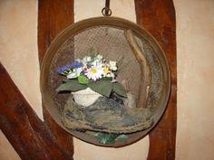 Recycler un tamis, un plantoir et une vielle chaussure