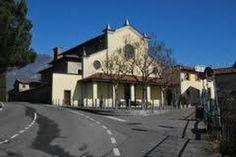 Vediamo un po' cosa dicono i frati cappuccini di Lovere, nel loro Convento, ricostruito nel 1875 dopo le soppressioni napoleoniche e situato sul Colle S. Maurizio, è formato dalle celle dei religiosi e dei novizi, dai vari uffici, dal refettorio, da due chiostri, dalle cappelle di S. Bernardino da Siena e del Noviziato e dal bosco. Da vedere la Cappella di S. Pietro, sul sagrato della chiesa, con un affresco del XV secolo di scuola nordica. @HotelLovereResort