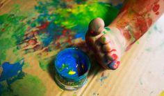 Uwaga! Dziecko świeżo malowane. Jak malowanie palcami przerodziło się w bodypainting'owe szaleństwo. Pomysł na kreatywne i rozwijające zabawy z dzieckiem.