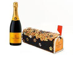 Le nouveau projet de la maison de champagne Française Veuve Clicquot est très réussi. La Clicquot Mailbox entre dans un partenariat avec Pamela Love et Lulu Frost qui s'occupent de la mise en vente aux enchères au profit de « New York's Parsons The School for Design ». Cette vente aux enchères Lulu gel & Cliquot Mail fait partie des projets de re-création, qui offrent aux designers novices l'occasion de montrer leurs talents avec ces créations de boîtes aux lettres Cliquot.