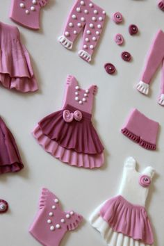cookie dolls that kids get to dress up with fondant clothes like paper dolls