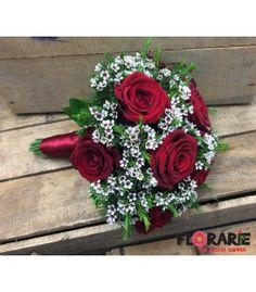 Buchet de mireasa din trandafiri rosii si wax flowers