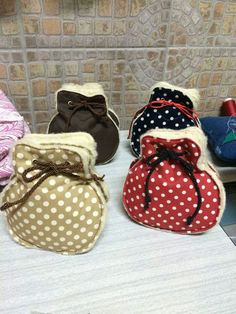 Patchwork Bags, Bag Making, Baby Shoes, Arts And Crafts, Pouch, Diy, Ballet, Embroidery, Sewing