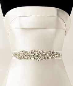 Pronovias presents its CINT.427 wedding dress belt.   Pronovias
